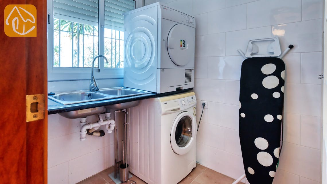 Holiday villas Costa Brava Spain - Villa Sofia - Laundry room