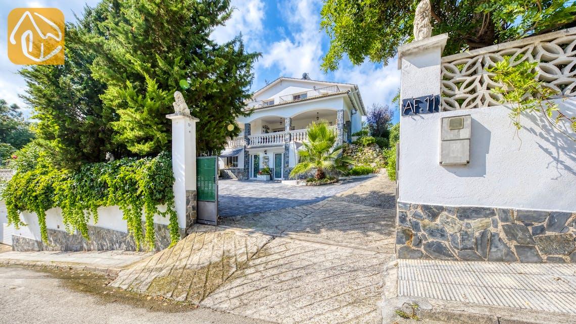 Holiday villas Costa Brava Spain - Villa Geolouk - Street view arrival at property