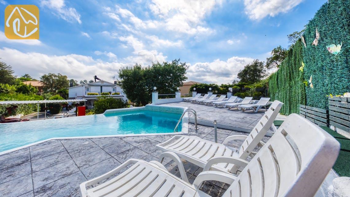 Holiday villas Costa Brava Spain - Villa Geolouk - Sunbeds