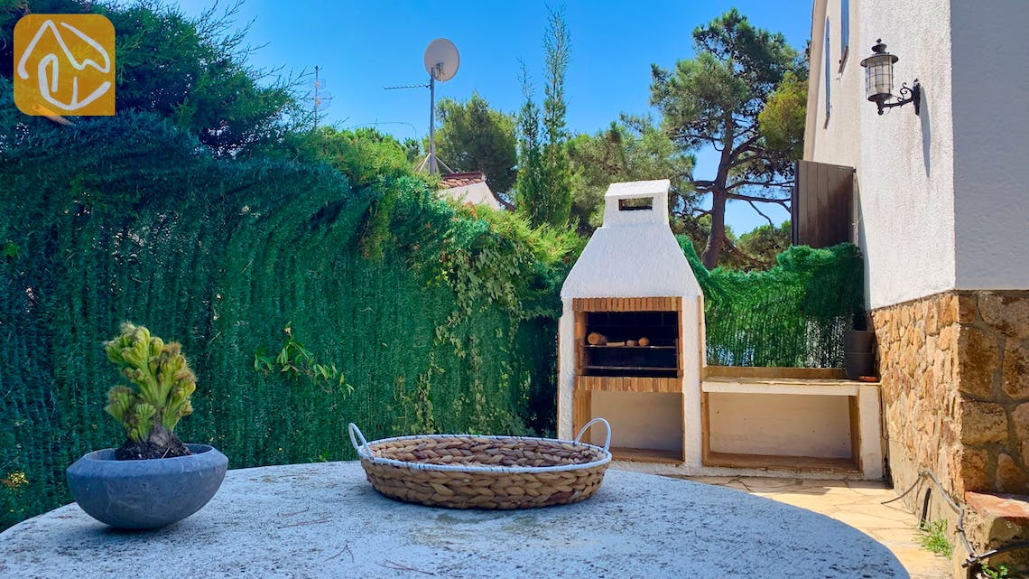 Holiday villas Costa Brava Spain - Casa Guadalupe - BBQ Area