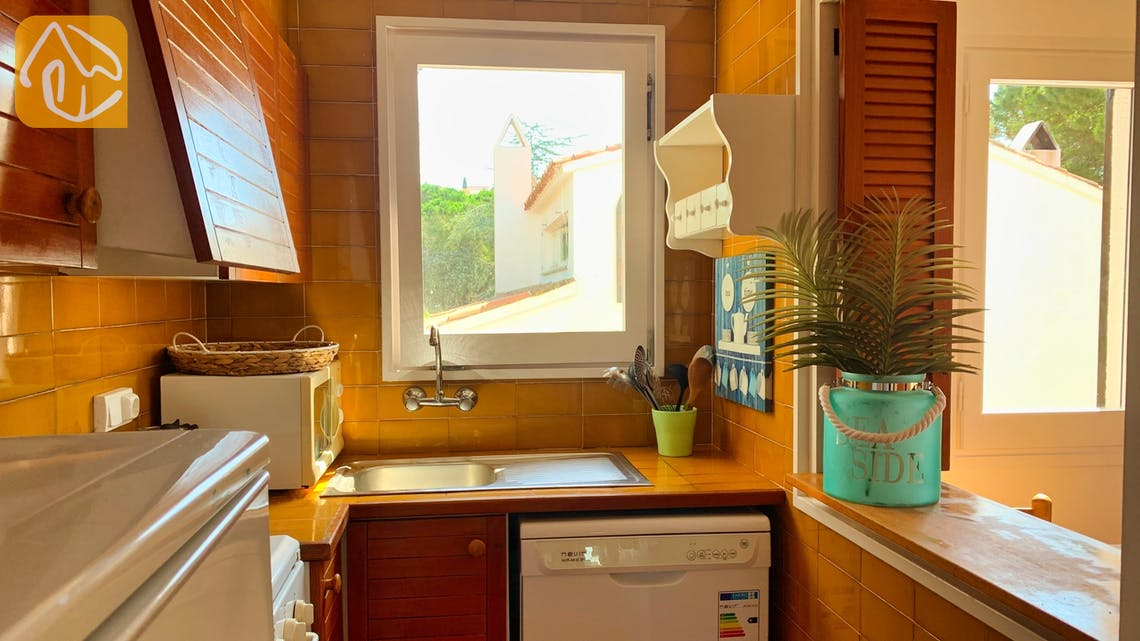 Holiday villas Costa Brava Spain - Casa Guadalupe - Kitchen