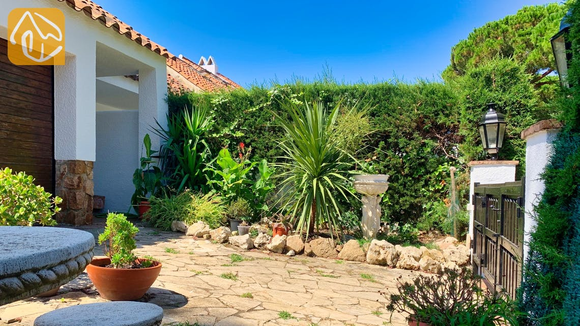 Holiday villas Costa Brava Spain - Casa Guadalupe - Garden