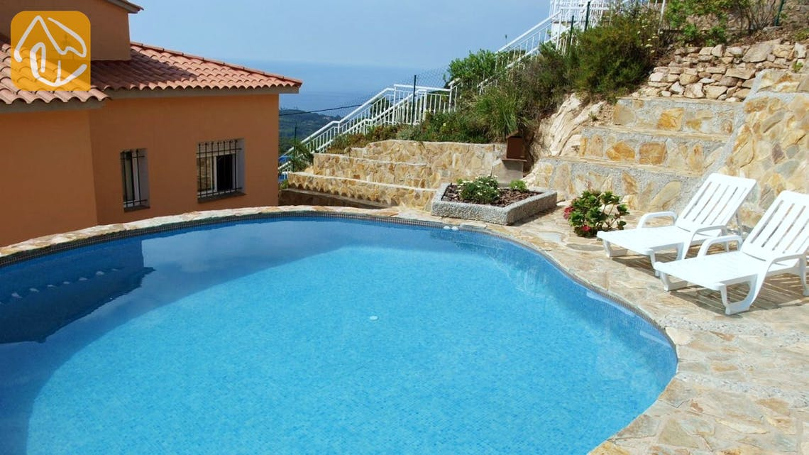 Holiday villas Costa Brava Spain - Villa Larisa - Swimming pool