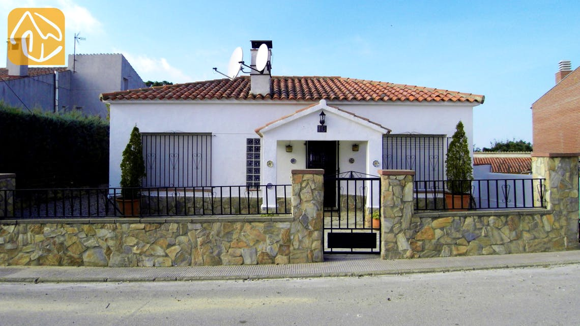 Holiday villas Costa Brava Spain - Villa Liliana - Street view arrival at property