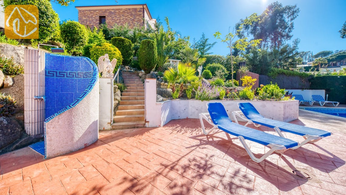 Holiday villas Costa Brava Spain - Villa Jaruco - Shower pool area