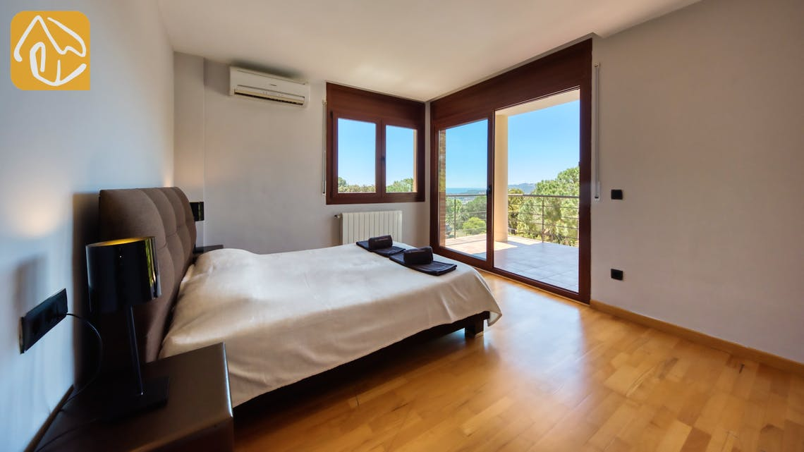 Holiday villas Costa Brava Spain - Villa Marcella - Master bedroom