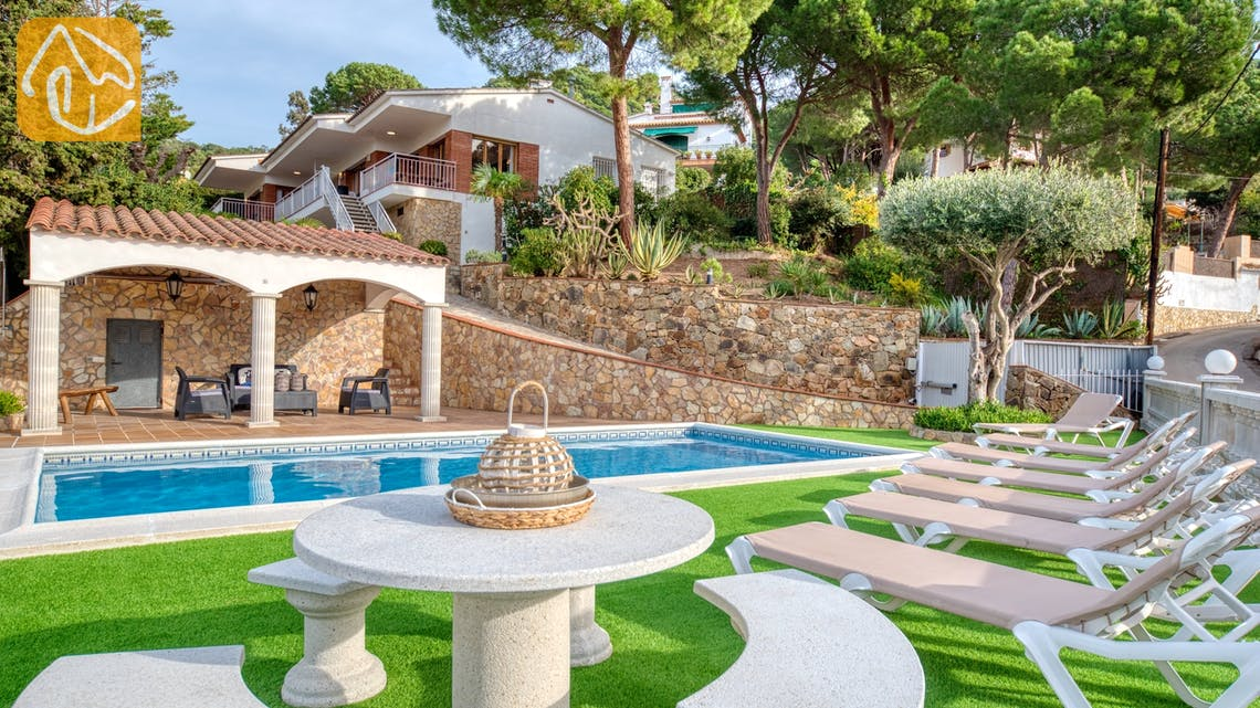 Holiday villas Costa Brava Spain - Villa Leonora - Swimming pool