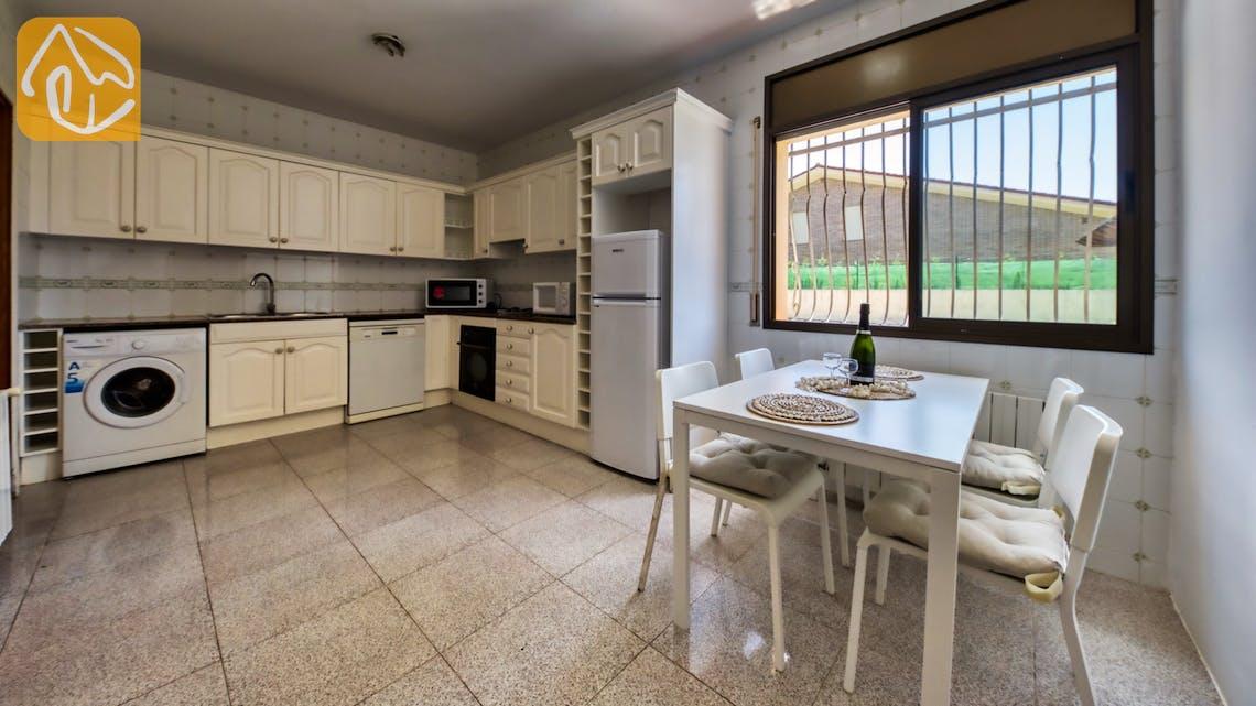 Holiday villas Costa Brava Spain - Villa Paris - Kitchen