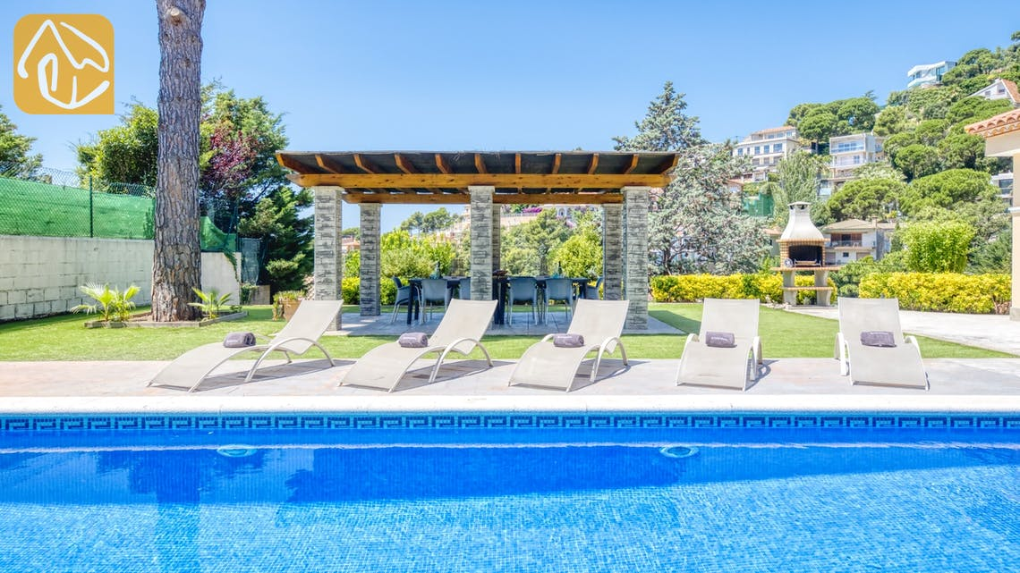 Ferienhäuser Costa Brava Spanien - Villa Paris - Sonnenliegen