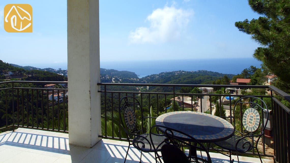 Holiday villas Costa Brava Spain - Villa Sunrise - Swimming pool