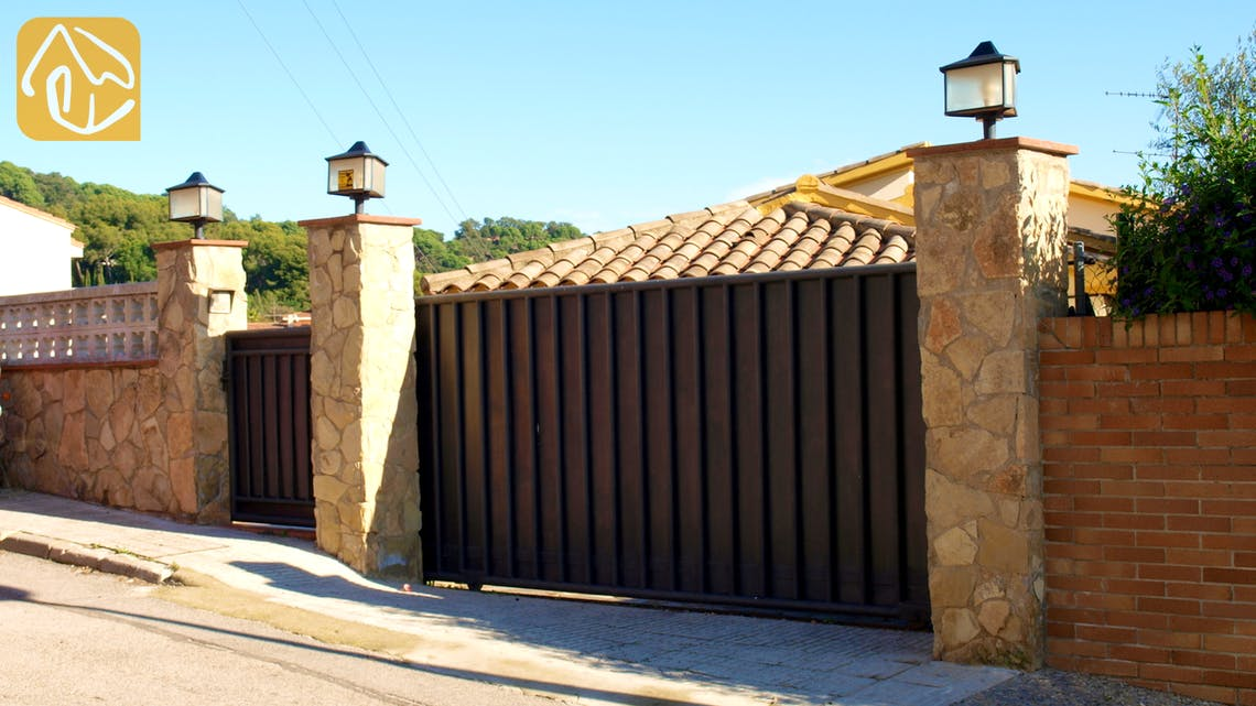 Holiday villas Costa Brava Spain - Villa Valentina - Street view arrival at property