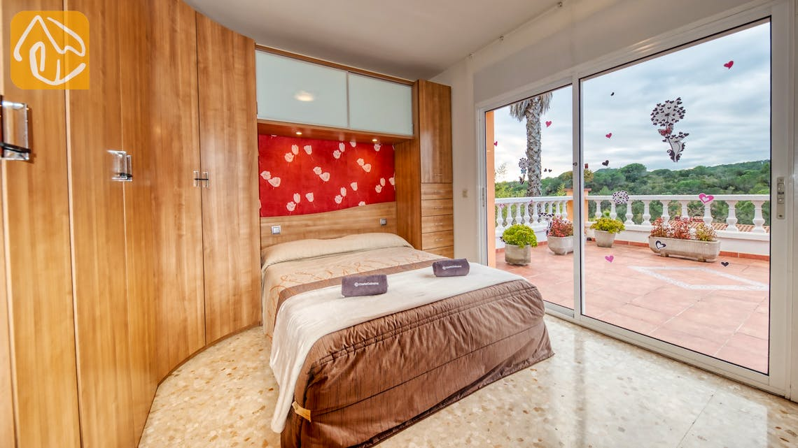 Holiday villas Costa Brava Spain - Villa Joy - Master bedroom