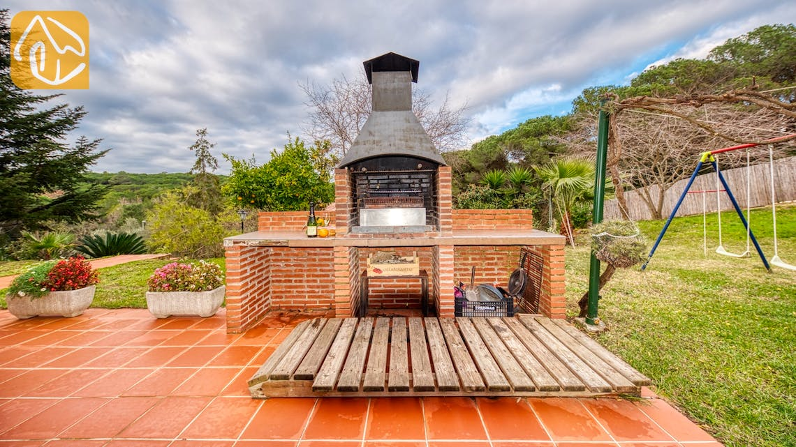 Holiday villas Costa Brava Spain - Villa Joy - BBQ Area