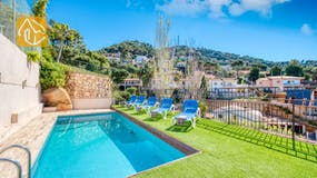 Holiday villa Costa Brava Spain - Villa Donna - Sunbeds