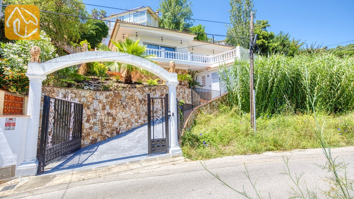 Villas de vacances Costa Brava Espagne - Villa Donna - Street view arrival at property