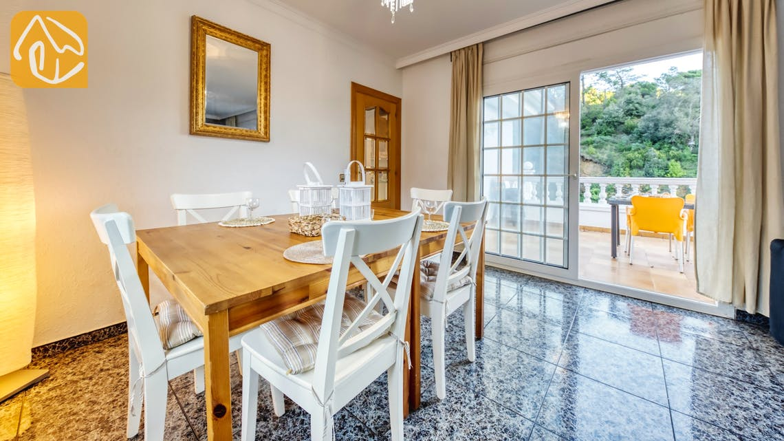 Holiday villas Costa Brava Spain - Villa Rosa - Dining area