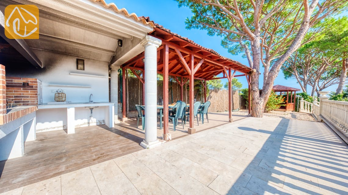Holiday villas Costa Brava Spain - Villa Primavera - BBQ Area