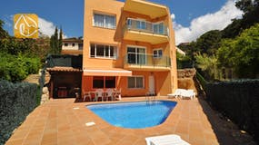 Holiday villas Costa Brava Spain - Villa Rosalia - Swimming pool