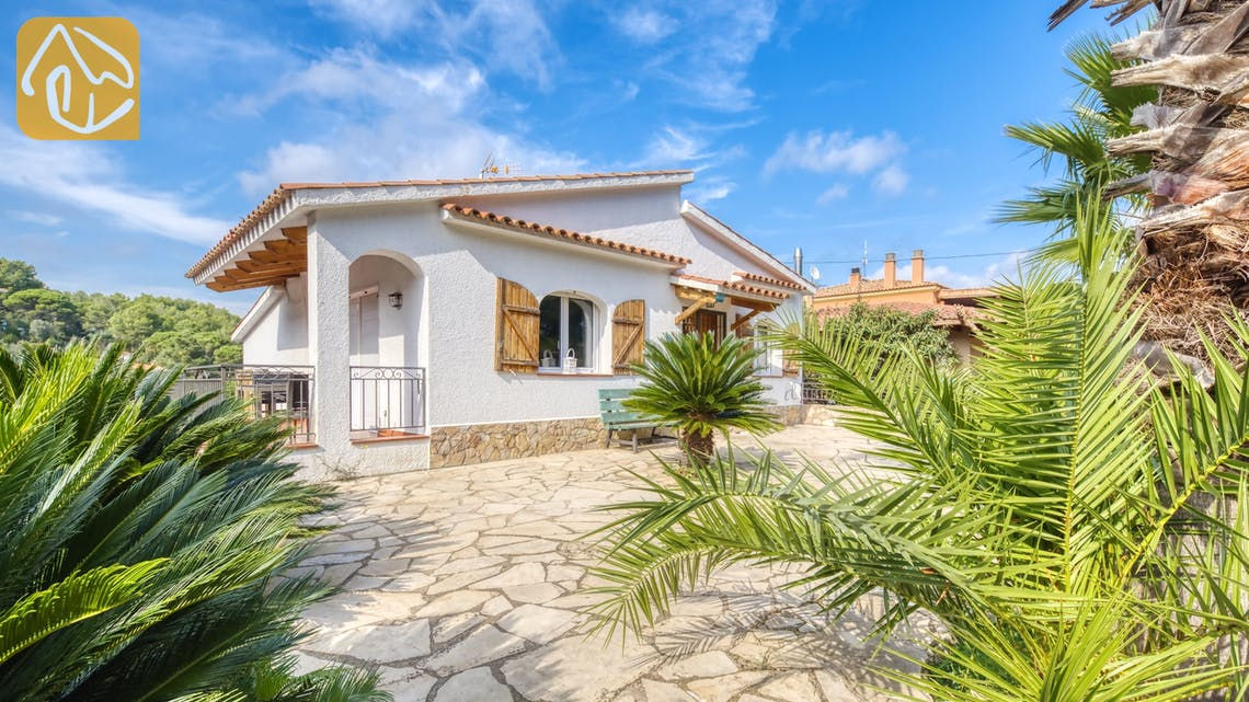Holiday villas Costa Brava Spain - Villa Nicky - Street view arrival at property