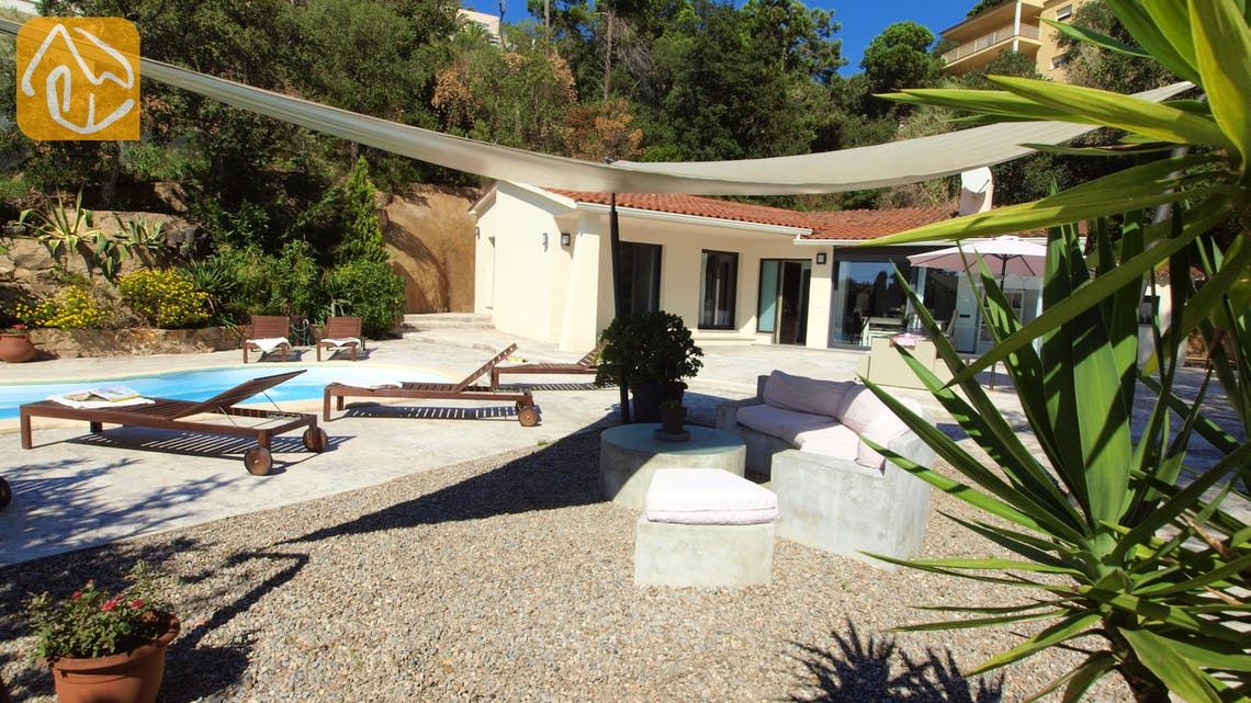 Holiday villas Costa Brava Spain - Villa Olivia - Swimming pool