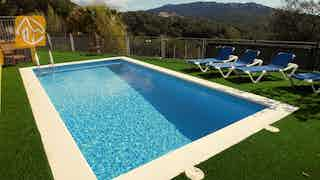 Holiday villas Costa Brava Spain - Villa Roxanne - Swimming pool