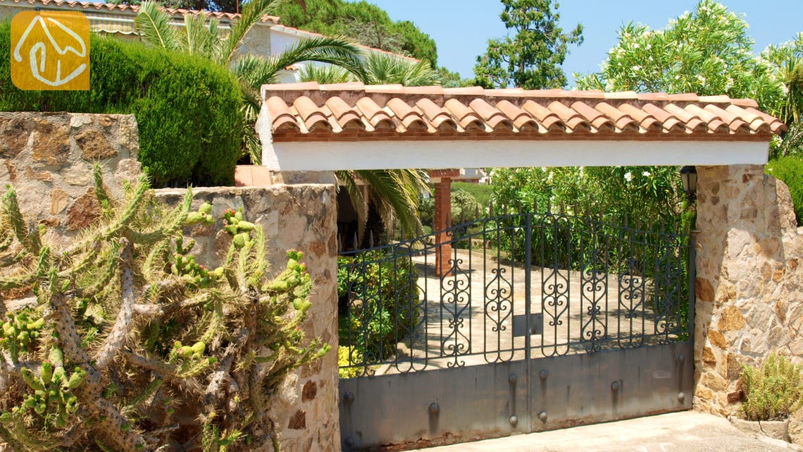 Holiday villas Costa Brava Spain - Villa Eva - Street view arrival at property
