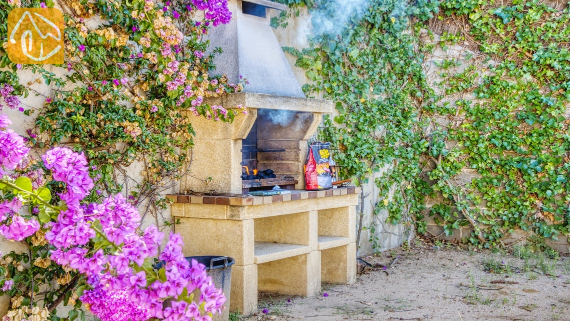 Holiday villas Costa Brava Spain - Villa Mauri - BBQ Area
