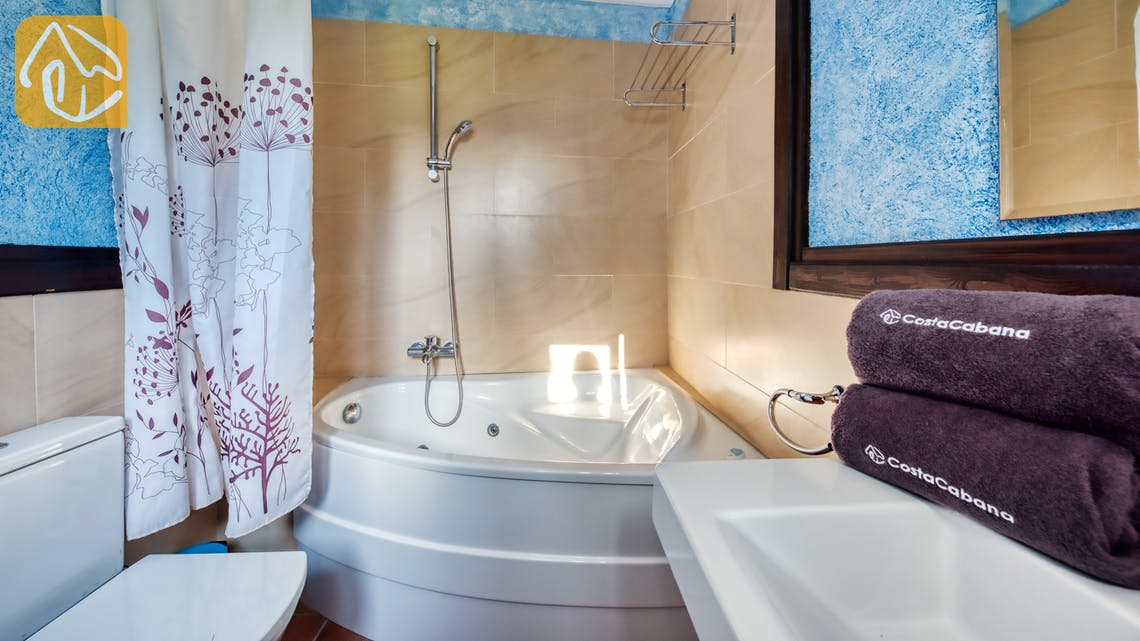 Holiday villas Costa Brava Spain - Villa Can Bernardi - En-suite bathroom