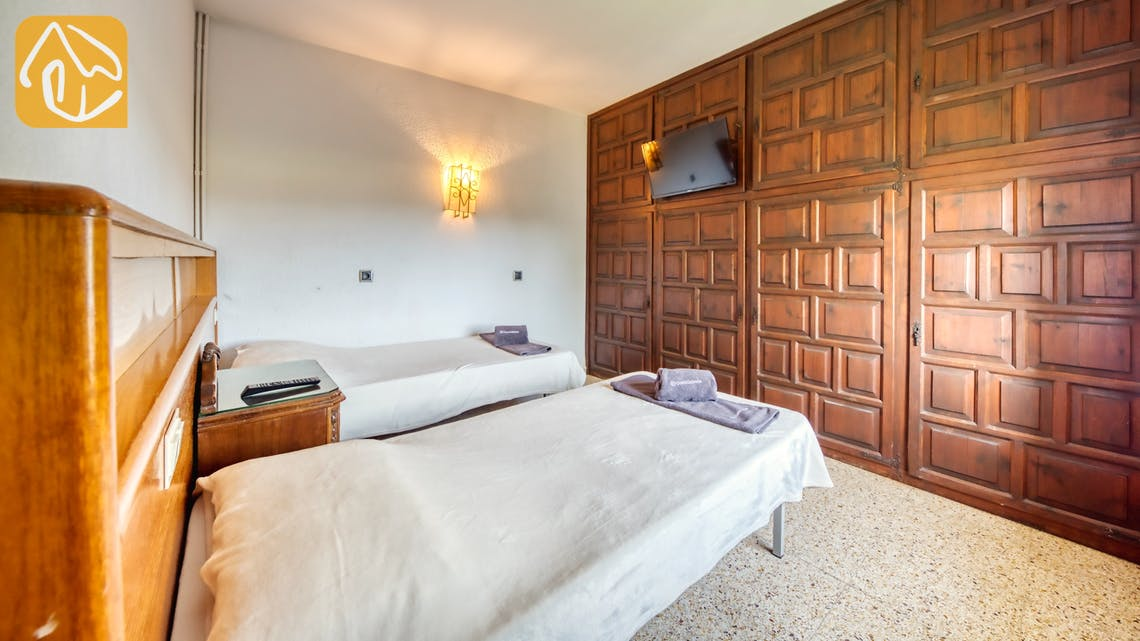 Holiday villas Costa Brava Countryside Spain - Villa Can Bernardi - Bedroom