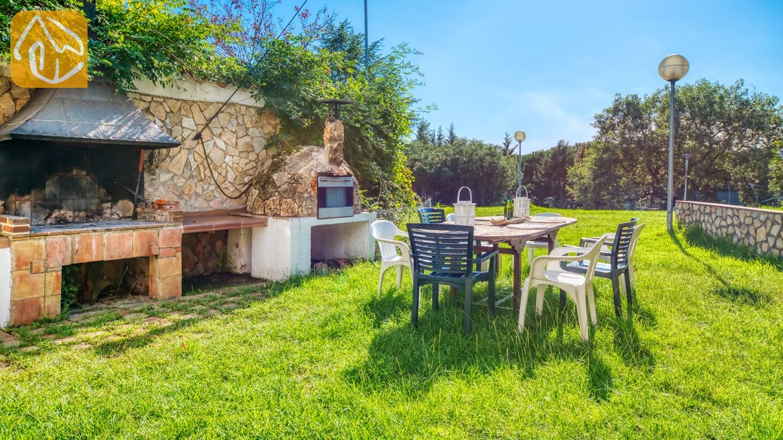 Holiday villas Costa Brava Countryside Spain - Villa Can Bernardi - BBQ Area