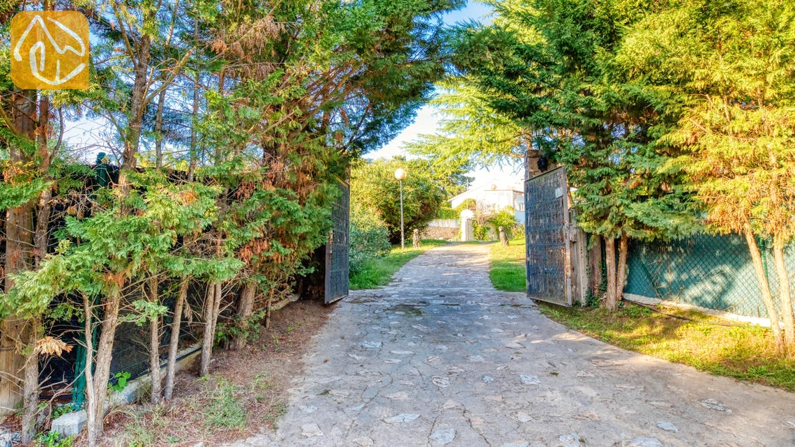 Villas de vacances Costa Brava Countryside Espagne - Villa Can Bernardi - Street view arrival at property