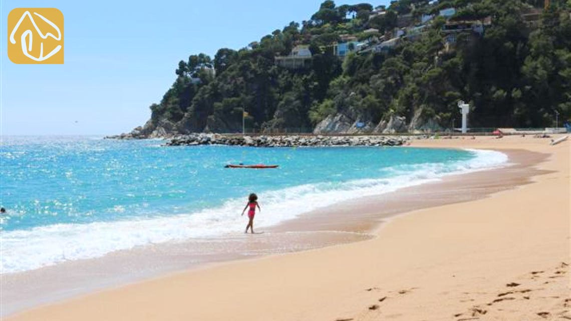 Holiday villas Costa Brava Spain - Villa Infinity - Nearest beach