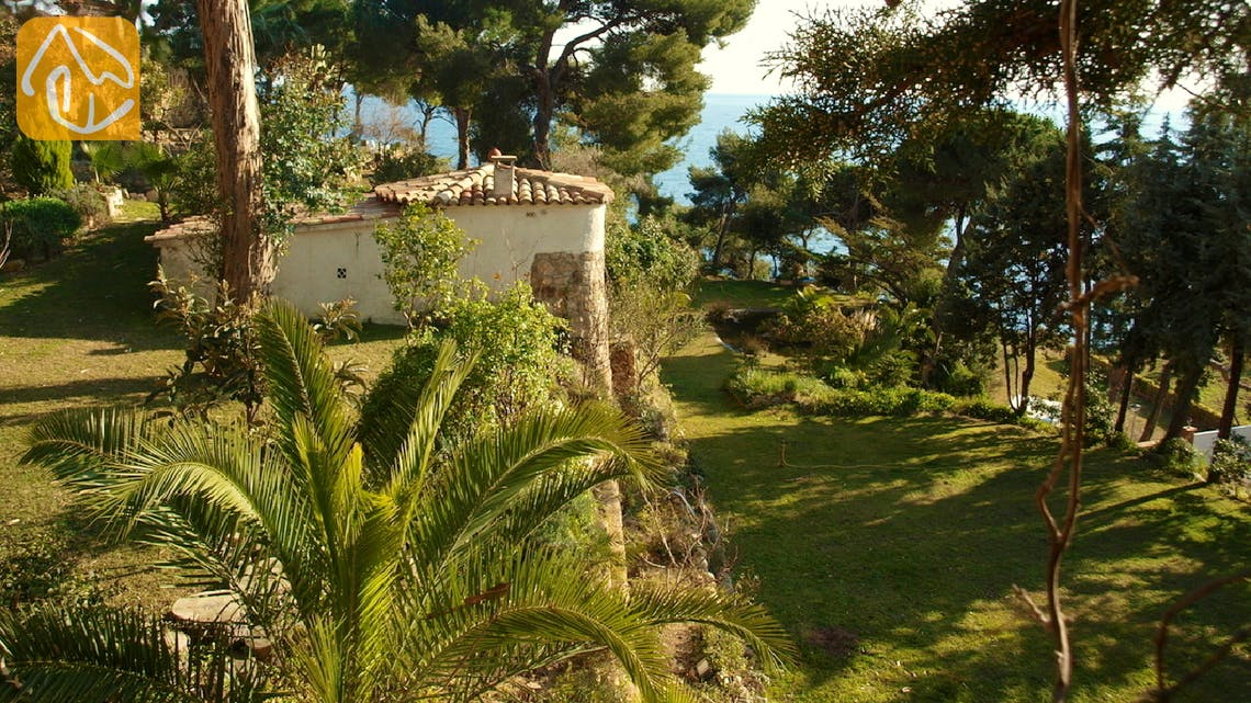 Holiday villas Costa Brava Spain - Villa Infinity - Garden