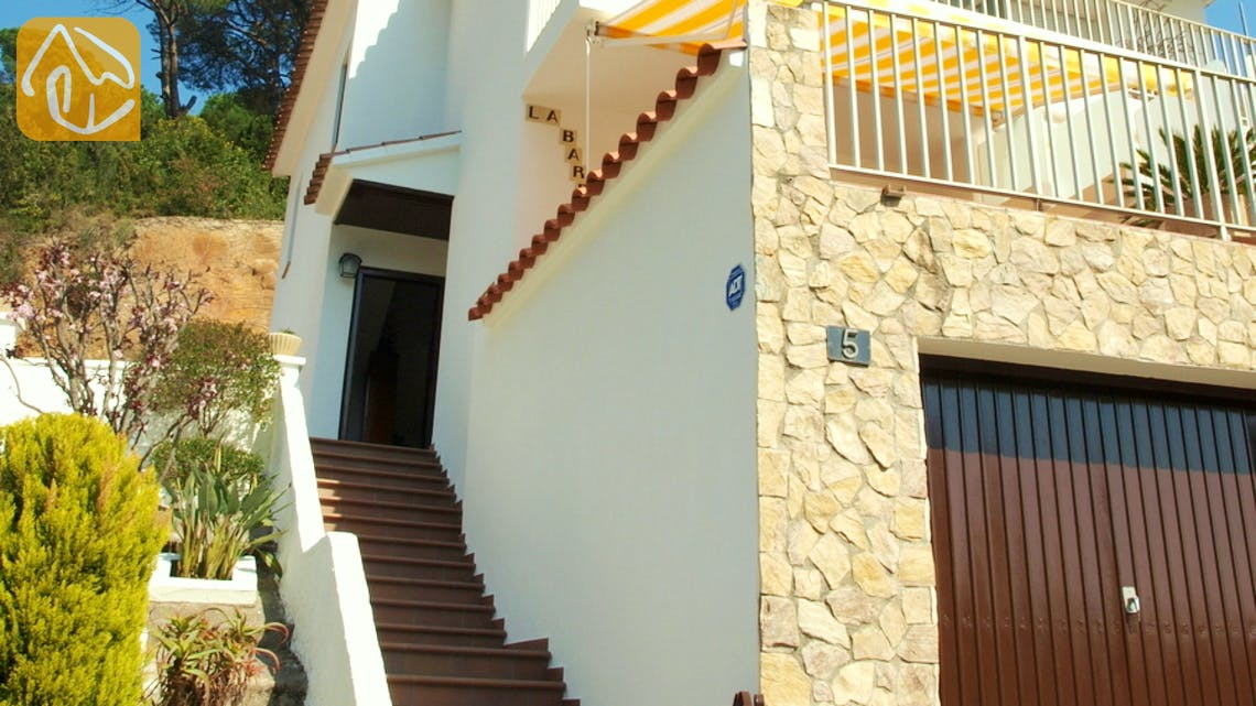 Holiday villas Costa Brava Spain - Villa Blanca - Street view arrival at property