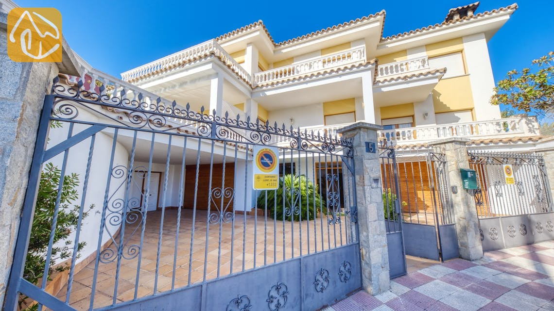 Holiday villas Costa Brava Spain - Villa Baileys - Street view arrival at property