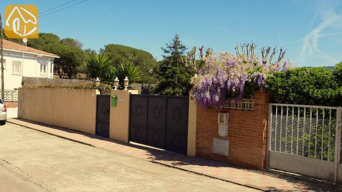 Holiday villas Costa Brava Spain - Villa Miro - Street view arrival at property