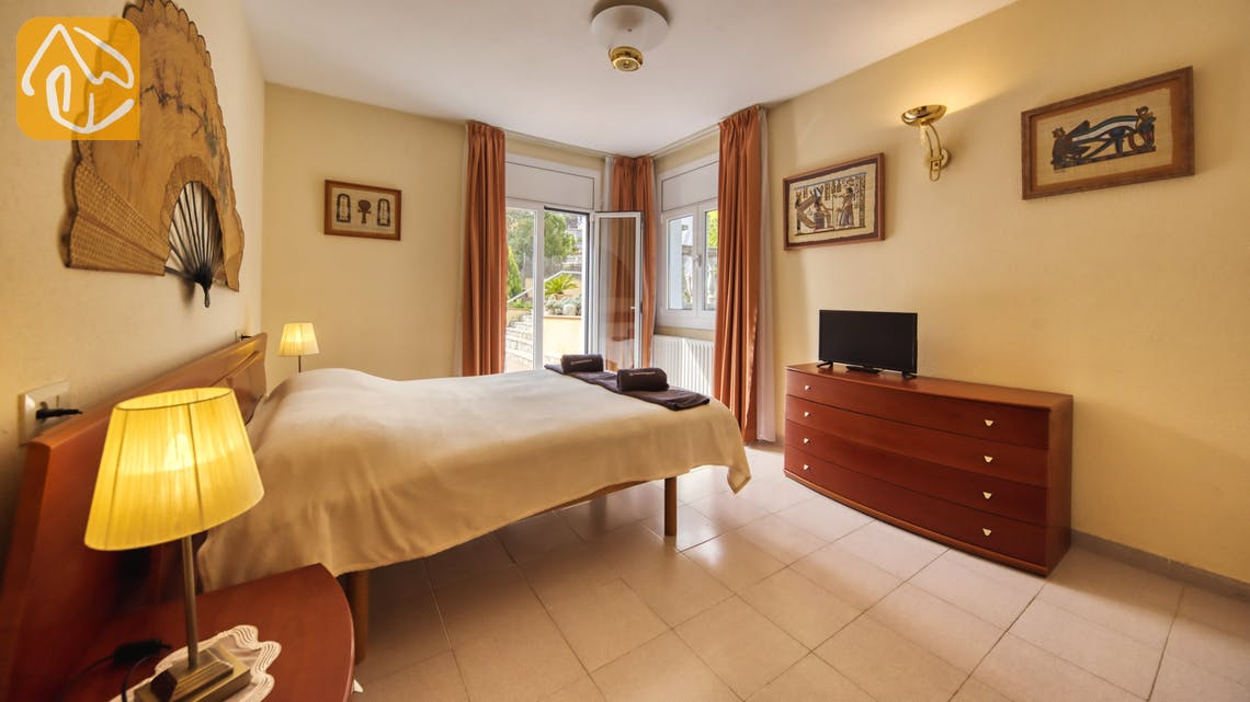 Holiday villas Costa Brava Spain - Villa Miro - Master bedroom