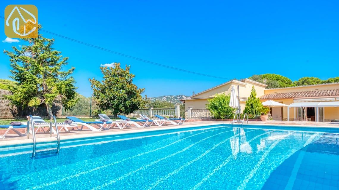 Ferienhäuser Costa Brava Spanien - Villa Miro - Sonnenliegen