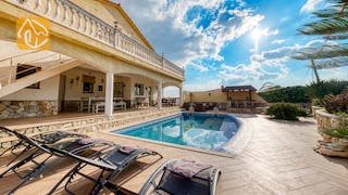 Holiday villas Costa Brava Spain - Villa Madonna - Sunbeds