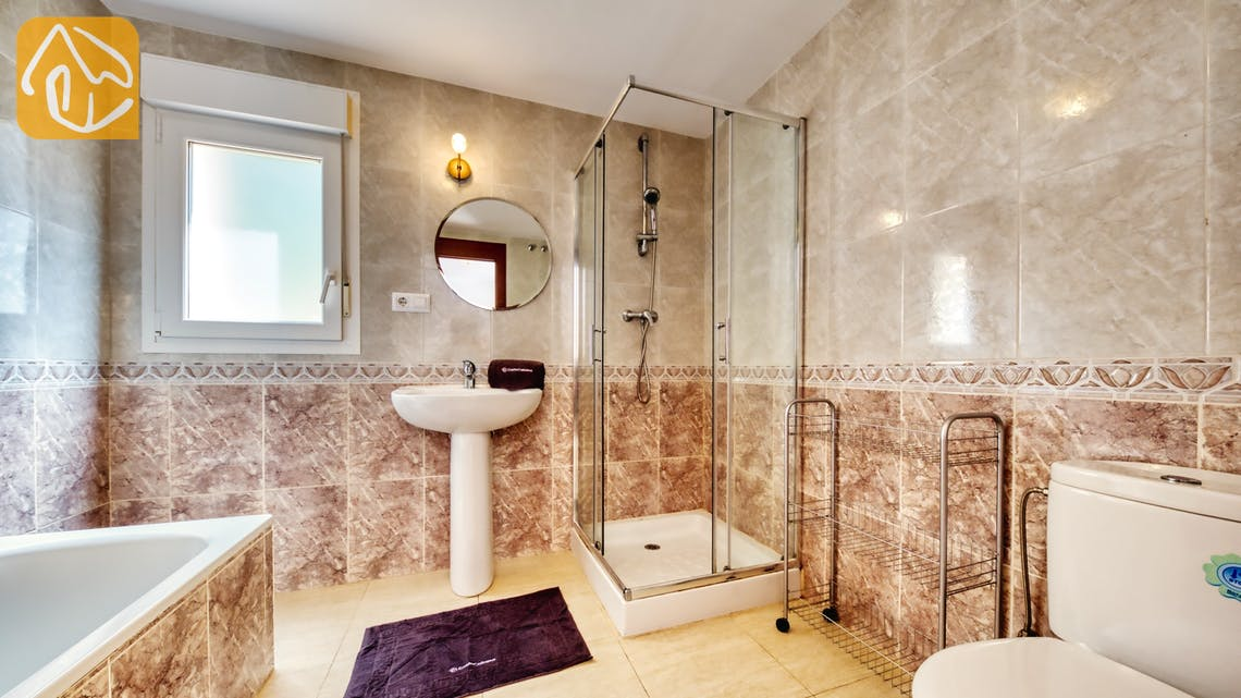 Holiday villas Costa Brava Spain - Villa Esmee - En-suite bathroom