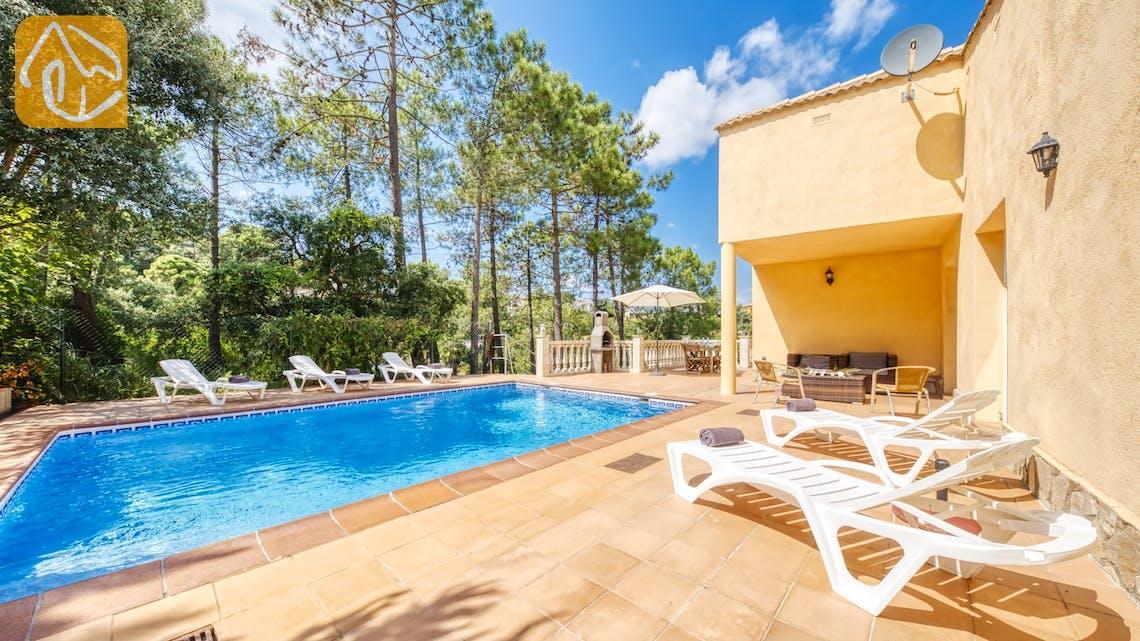 Holiday villas Costa Brava Spain - Villa Esmee - Sunbeds