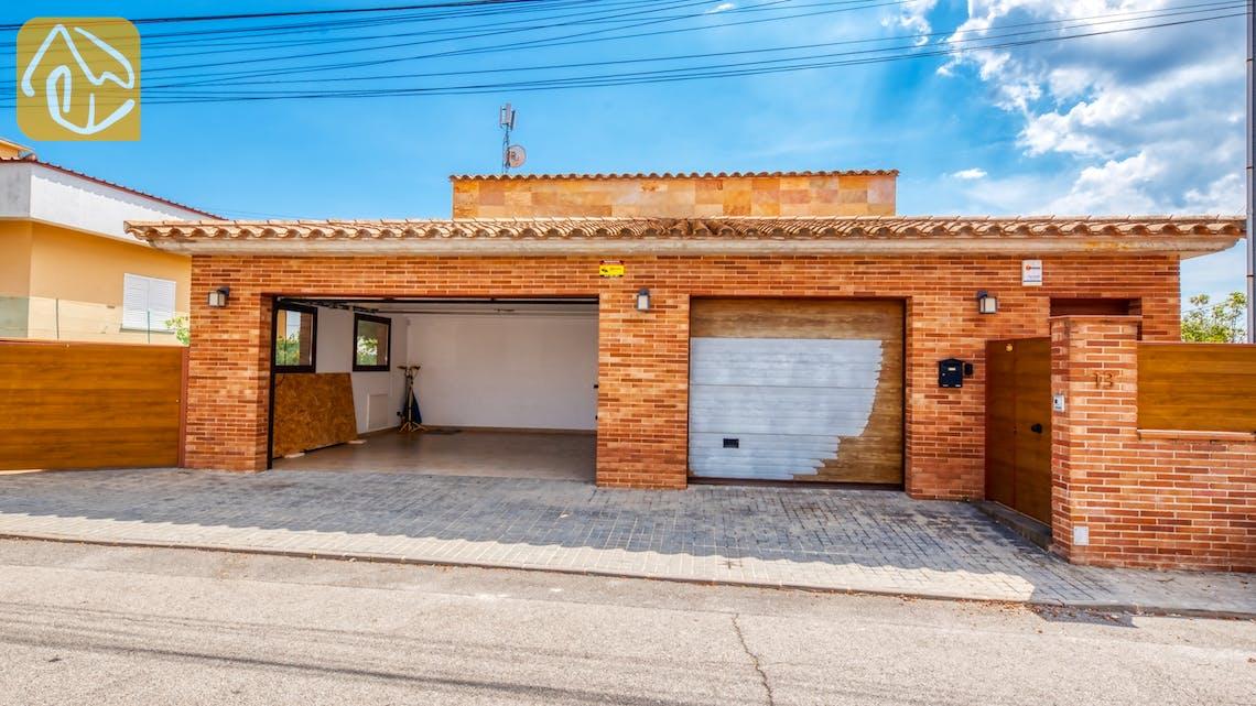 Ferienhäuser Costa Brava Spanien - Villa Ibiza - Street view arrival at property