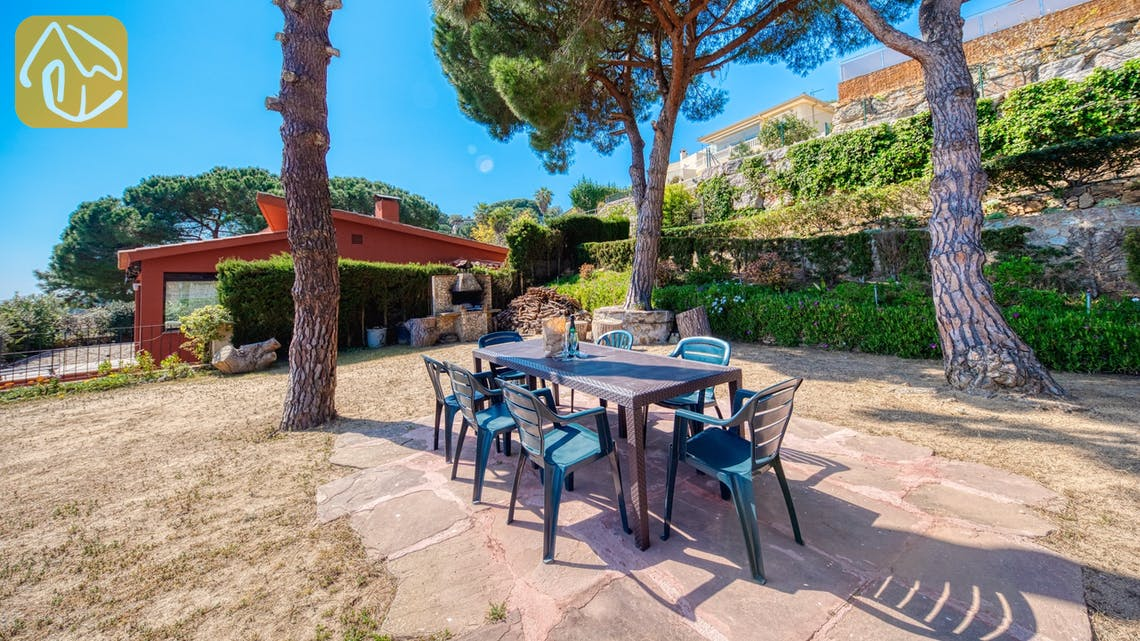 Holiday villas Costa Brava Spain - Villa Mestral - BBQ Area