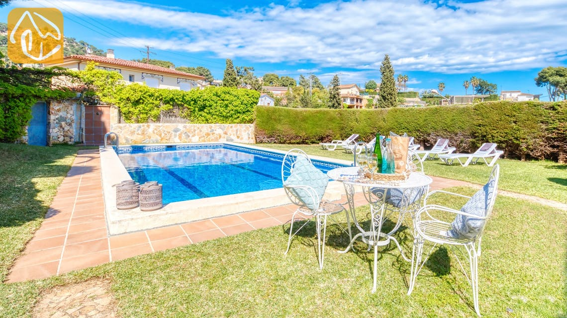 Holiday villas Costa Brava Spain - Villa Mestral - Swimming pool