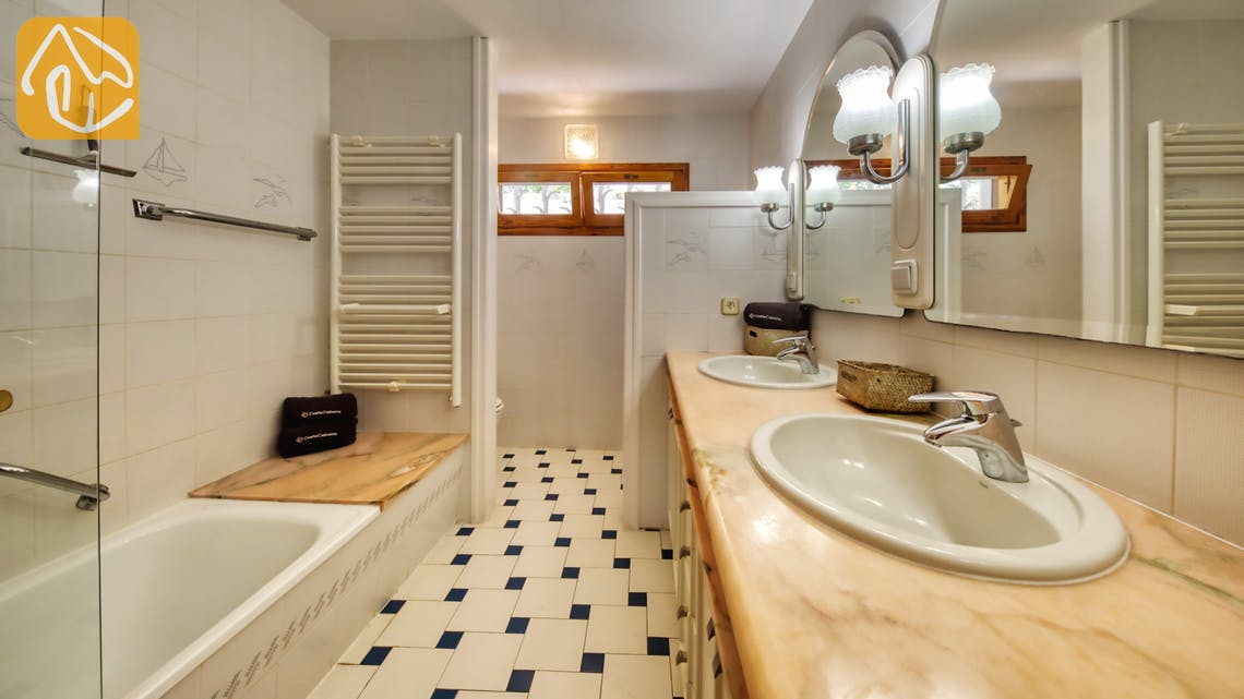 Holiday villas Costa Brava Spain - Villa Lazelle - Bathroom