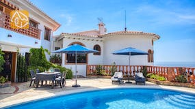 Holiday villa Costa Brava Spain - Villa Lazelle - Swimming pool