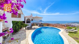Holiday villas Costa Brava Spain - Villa Lazelle - Swimming pool