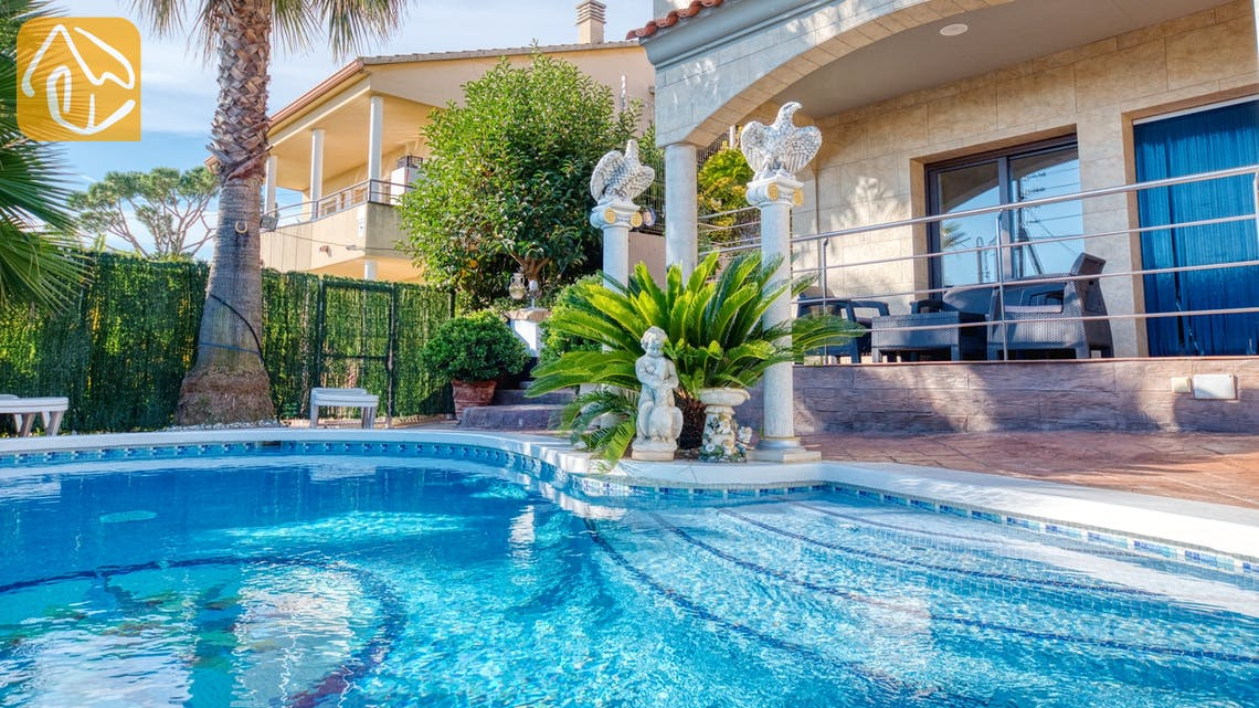 Holiday villas Costa Brava Spain - Villa Grace - Swimming pool