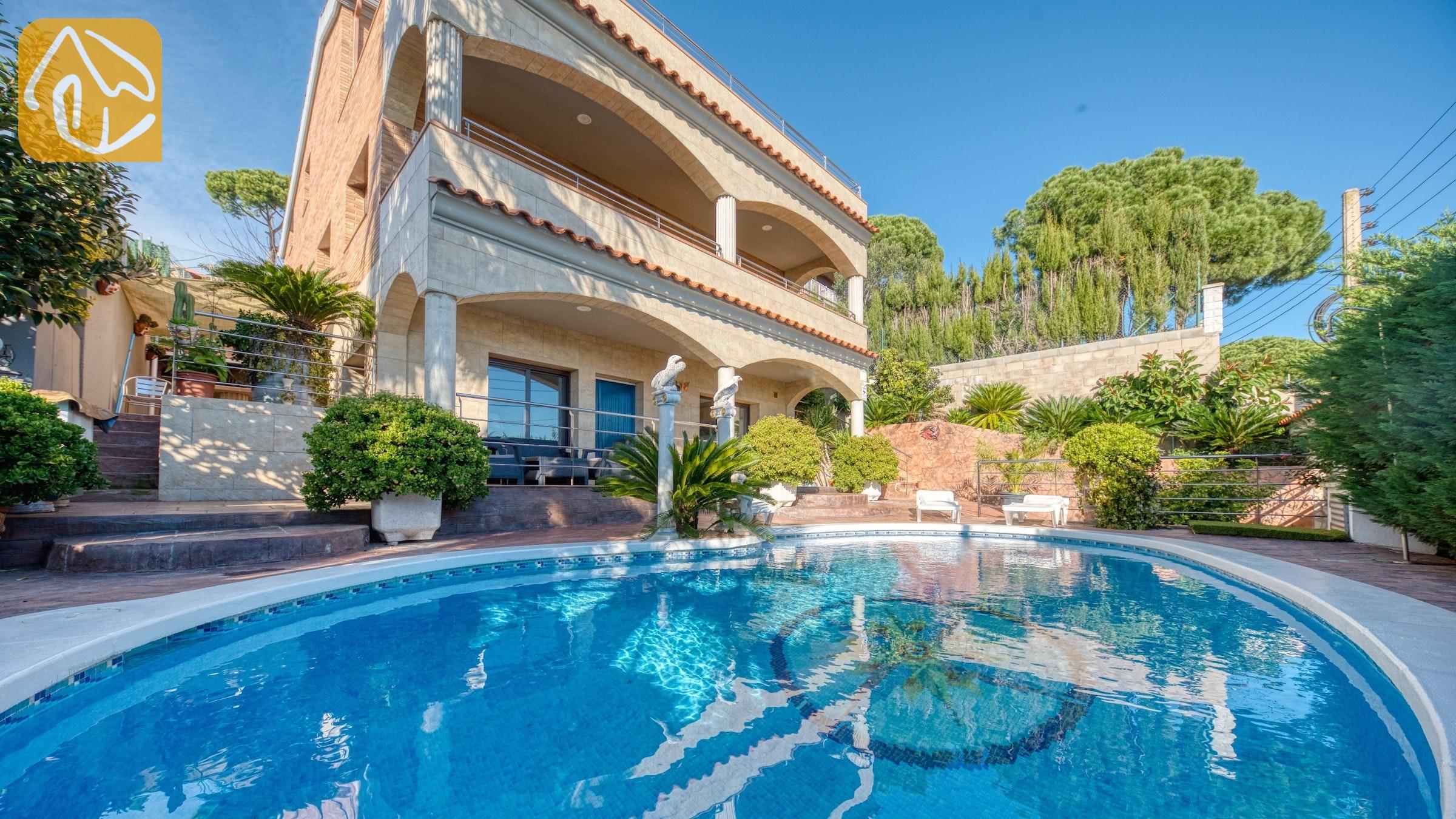 15 person ferienhaus blanes villa grace ferienvilla costa. Black Bedroom Furniture Sets. Home Design Ideas