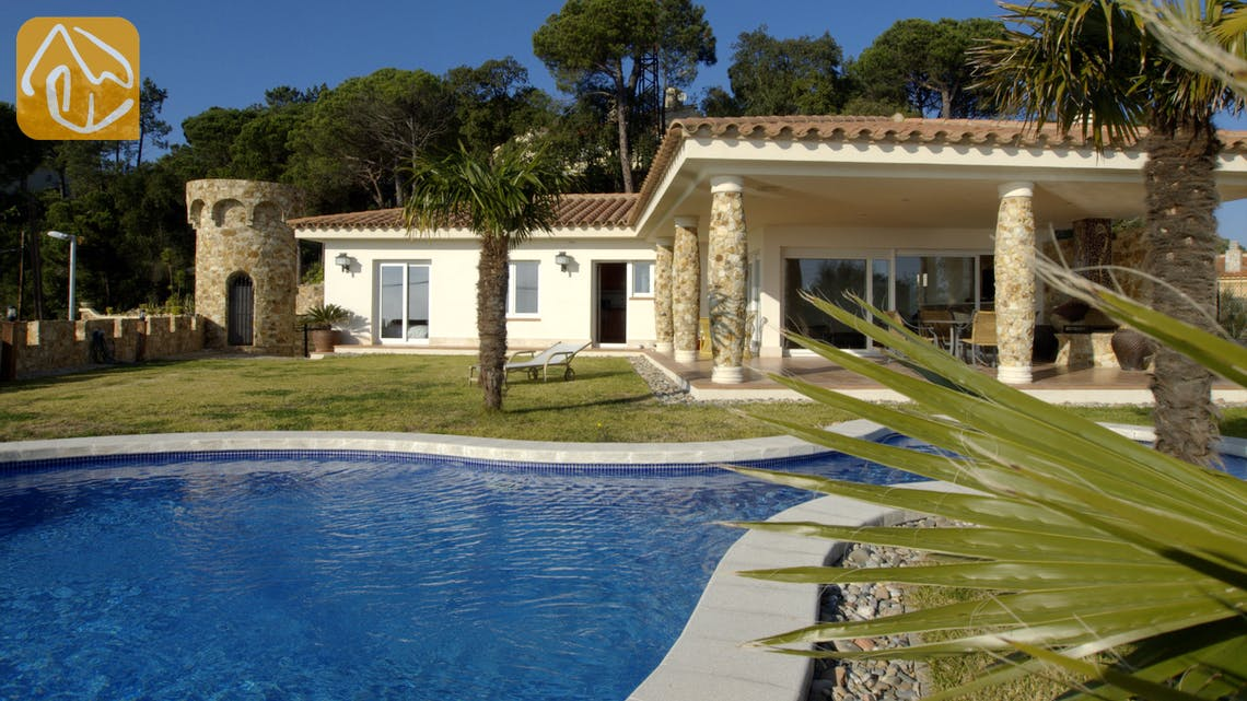 Holiday villas Costa Brava Spain - Villa Gaudi - Villa outside